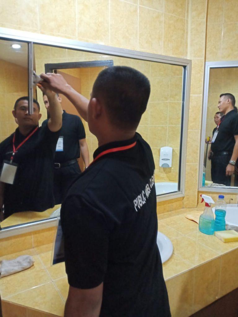 Jasa Cleaning Service Batam - Praktek Pelatihan Public Area Cleaner